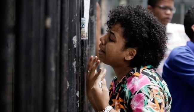 No sábado, 24, a estudante Elisa Calmunges não chegou a tempo no Colégio Central e perdeu a prova - Foto: Raul Spinassé   Ag. A TARDE