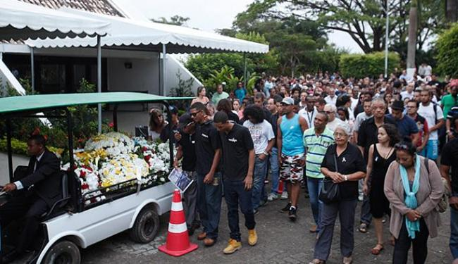 Corpo de José Fernando Álvares foi enterrado no Cemitério Jardim da Saudade - Foto: Margarida Neide l Ag. A TARDE