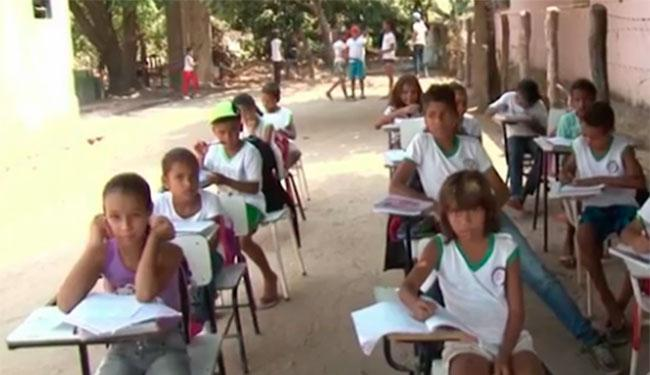 A escola de Barreiras tem apenas um ventilador funcionando - Foto: Reprodução   TV Bahia