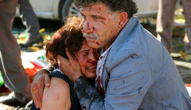 Explosões, que ocorreram do lado de fora da estação de trem de Ancara, feriram mais de 120 pessoas - Foto: Agência Reuters