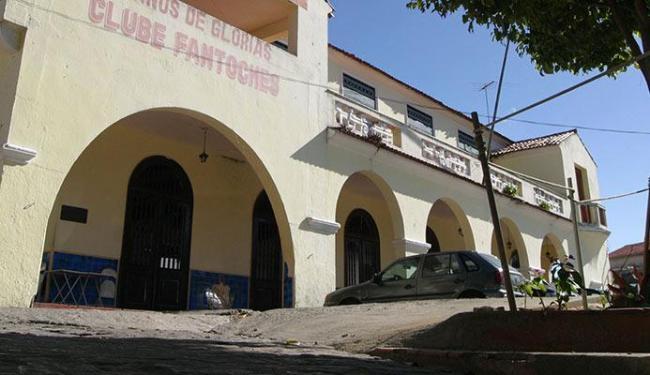 Clube Fantoches estava com problemas como falta de pia nos sanitários e fiação elétrica exposta - Foto: Fernando Vivas   Ag. A TARDE