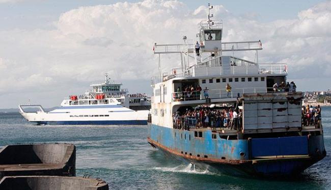 O sistema de ferry-boat funciona com sete embarcações que saem de meia em meia hora - Foto: Margarida Neide | Ag. A TARDE 04.01.2015