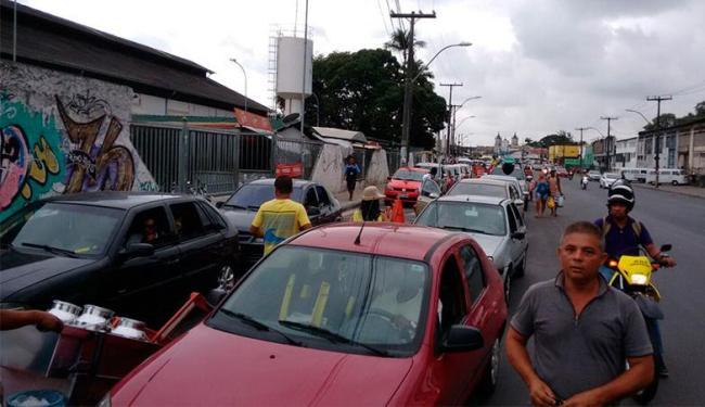 Saída da cidade causa fila até a Calçada - Foto: Edilson Lima | Ag. A TARDE