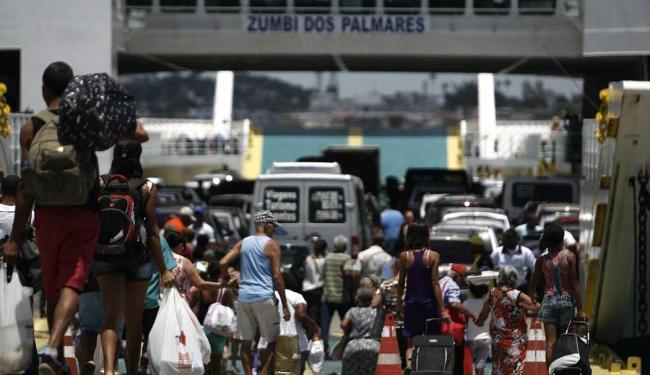 Fluxo de passageiros no ferryboat deve aumentar durante a tarde - Foto: Raul Spinassé   Ag. A TARDE