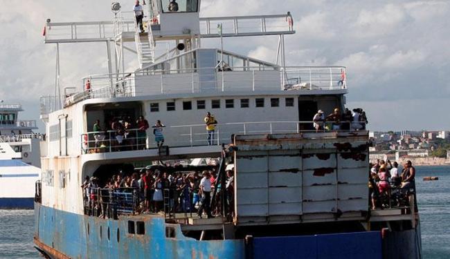 Sete embarcações operaram durante a madrugada - Foto: Margarida Neide | Ag. A TARDE