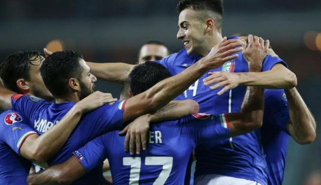 Jogadores da Itália comemoram gol marcado - Foto: David Mdzinarishvili | Agência Reuters