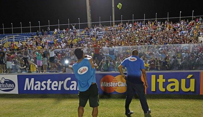 Um dia antes da partida, a torcida interagia com os jogadores no último treino da Seleção - Foto: Divulgação   CBF