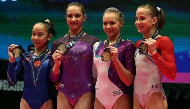 A chinesa Yilin Fan, as russas Viktoriia Komova e Daria Spiridonova e a americana Madison Kocian - Foto: Russell Cheyne | Reuters