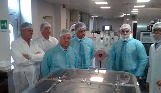 Governador e secretário de Saúde visitaram as instalações da Chemi na Itália - Foto: Divulgação   GovBa