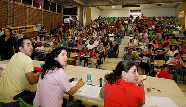 No total, 129 docentes votaram pelo fim, 30 pela continuidade do movimento e outros 3 se abstiveram - Foto: Margarida Neide l Ag. A TARDE