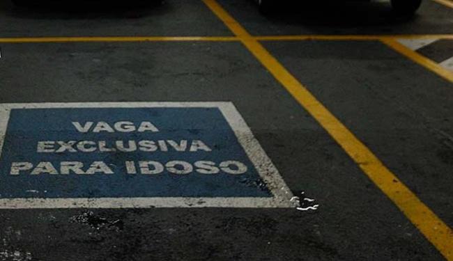 O adeviso autoriza a utilização de vagas sinalizadas - Foto: Luciano da Matta | Ag. A TARDE | 10.02.2010