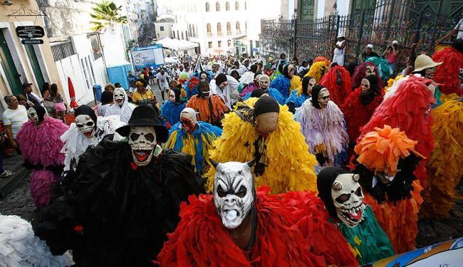 Bloco de Mascarados desfila pelas ruas do pelô durante o Carnaval - Foto: Fernando Amorim | Ag. A TARDE | 16.02.2014