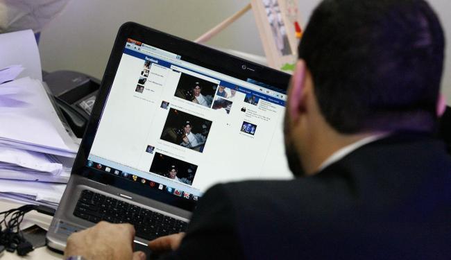Cerca de 14 governos já aprovaram leis ao longo do ano passado para reforçar a vigilância online - Foto: Luciano da Matta | AG A TARDE