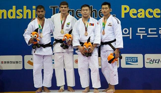 Cinco dos seis lutadores que competiram nesta terça ganharam medalhas - Foto: Divulgação   CBJ