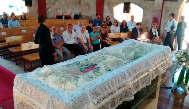 Corpo de José Carvalho é velado em templo construído por ele na cidade de Pojuca - Foto: Luciano da Matta | Ag. A TARDE