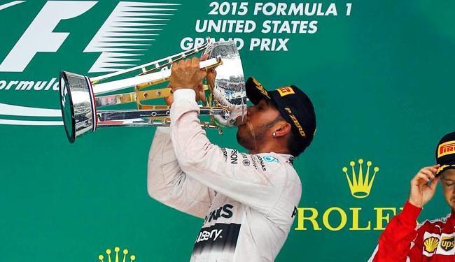 Lewis Hamilton faturou o terceiro troféu na carreira - Foto: Agência Reuters