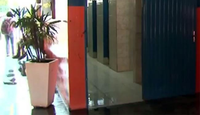 O garoto de 12 anos foi levado para dentro do banheiro da escola onde sofreu o abuso - Foto: Reprodução   TV Bahia