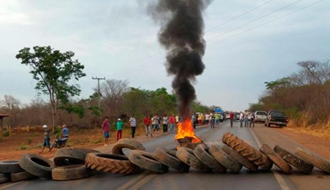 Segundo a PRF, a manifestação acontece desde as 7h - Foto: Reprodução | Blog do Sigi Vilares