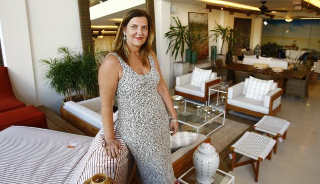 A empresária Roberta Mandelli comanda a marca de móveis Tidelli, com fábrica em Fazenda Coutos - Foto: Fernando Vivas | Ag. A TARDE
