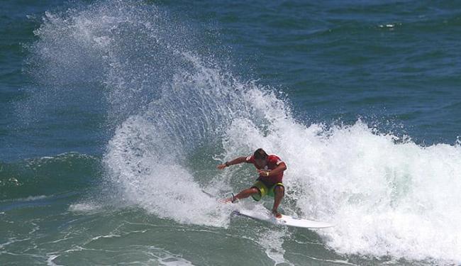O baiano Marco Fernandez se classificou para a segunda fase com uma vitória em sua bateria - Foto: Daniel Smorigo l Divulgação