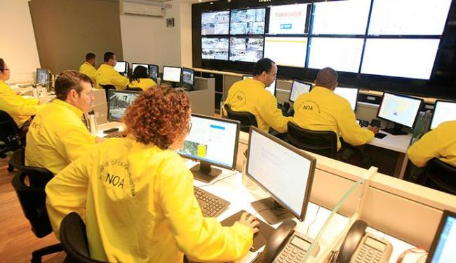 Monitoramento do tráfego em tempo real permite aos fiscais ações mais rápidas - Foto: Luciano da Matta   Ag. A TARDE