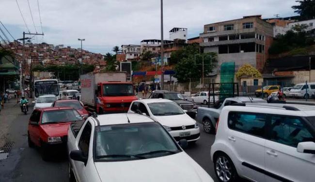 Na avenida San Martin, o congestionamento atrapalha quem quer chegar ao local de prova - Foto: Luciano da Matta   Ag. A TARDE