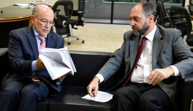 Apesar do pedido do governo, Nardes (D) deve continuar como relator - Foto: Wilson Dias   ABr