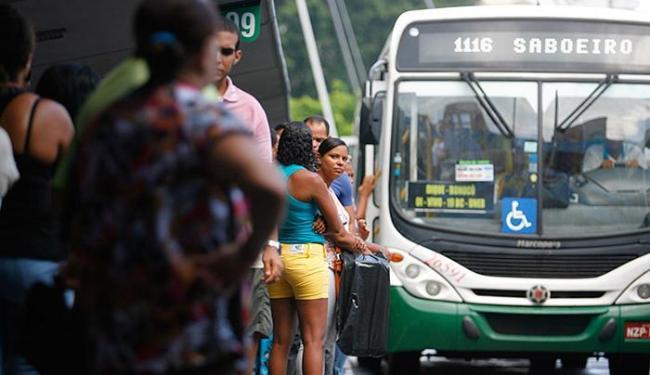 Ônibus vão sair da Estação da Lapa entre as 21h e as 2h da madrugada - Foto: Joá Souza l Ag. A TARDE l 22.04.2015