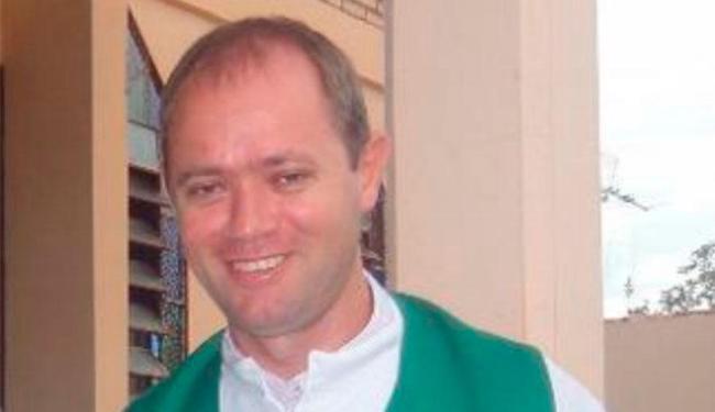 Padre foi afastado depois de confessar relacionamento com adolescente - Foto: Reprodução | TV Morena