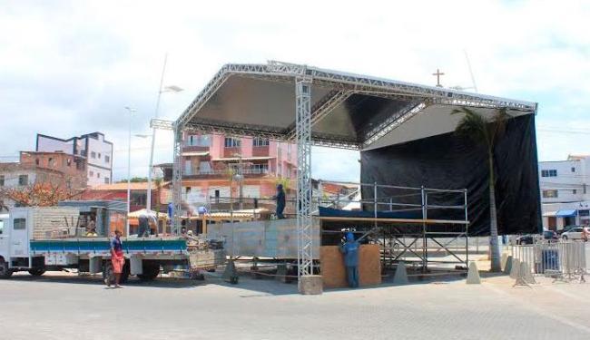 Palco já está quase pronto para festa desta sexta-feira, em Itapuã - Foto: Divulgação