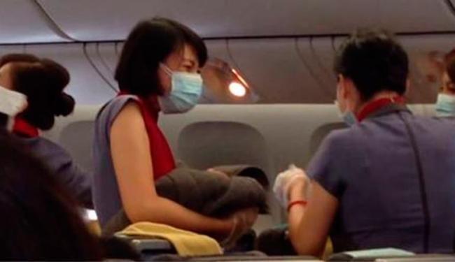 Tripulação e um médico que estava a bordo ajudaram no parto - Foto: Reprodução