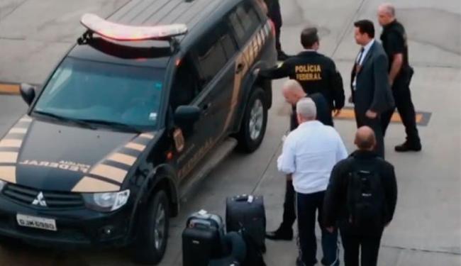 Pizzolato chegou acompanhado de policiais federais - Foto: Reprodução
