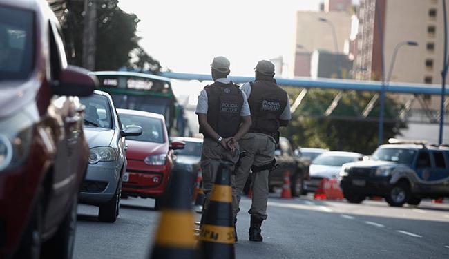 Os policiais serão distribuídos nos 1.441 locais de prova e nos seus principais acessos - Foto: Joá Souza   Ag. A TARDE