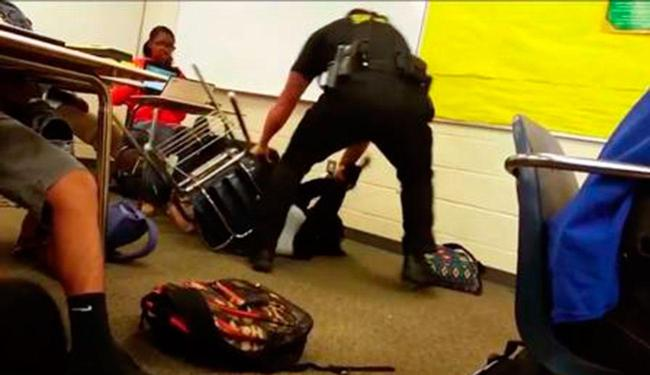 Policial foi chamado após aluna atrapalhar aula - Foto: Reprodução | Twitter