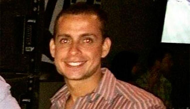 Marcelo estava acompanhado de amigos em um bar quando foi abordado por bandidos - Foto: Reprodução   Facebook