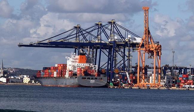 Fim da isenção do adicional do frete pago para mercadorias importadas por via marítima gera protesto - Foto: Lúcio Távora l Ag. A TARDE l 23.10.2014