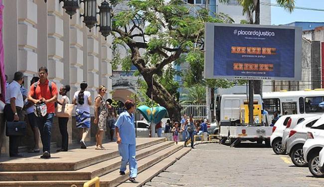 'Processômetro' foi instalado nesta terça-feira, 20, em frente às escadarias do Fórum Ruy Barbosa - Foto: Marco Aurélio Martins l Ag. A TARDE