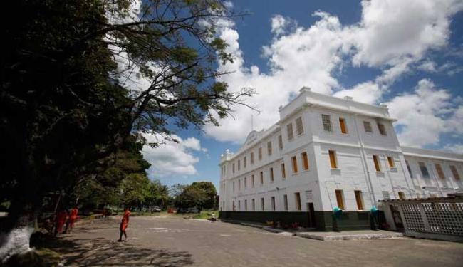 Internos do Hospital de Custódia tomam banho de sol - Foto: Raul Spinassé   Ag. A TARDE