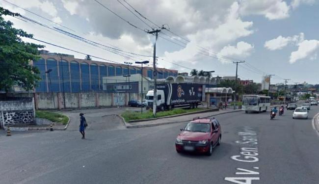 O acidente aconteceu nesta segunda, na avenida San Maritn - Foto: Reprodução   Google Street View