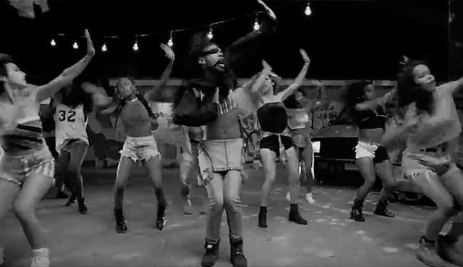 Clipe tem dançarinos de todos os tipos - Foto: Reprodução