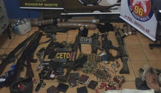 Polícia apreendeu diversas armas que estavam em posse da quadrilha - Foto: Divulgação   Polícia Militar
