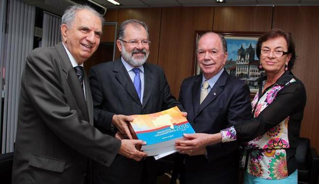 Proposta foi entregue ao presidente da AL-BA, Marcelo Nilo (centro), pelo vice-governador João Leão - Foto: Ascom Seplan | Divulgação