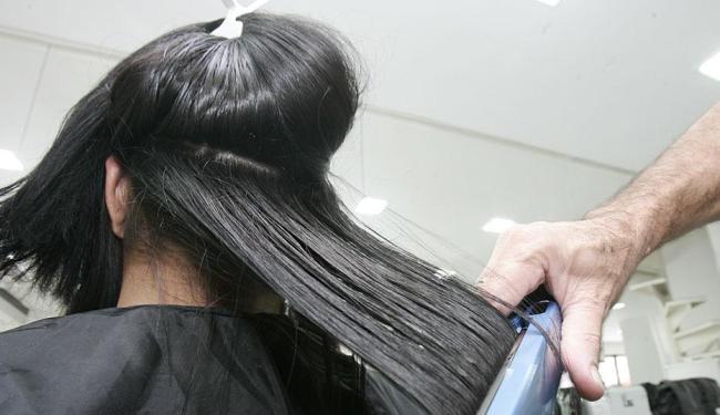Curso de cabeleireiro está entre uma das vagas disponíveis - Foto: Elói Corrêa | Ag. A TARDE