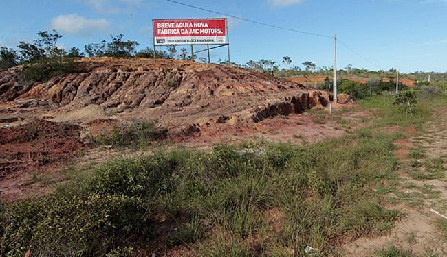 Terreno localizado na BA-530, em Camaçari, onde estava prevista a implantação da fábrica - Foto: Eduardo Martins | Ag. A Tarde l 08.05.2013