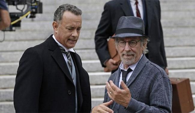 Hanks interpreta um advogado com missão espinhosa: defender um espião russo - Foto: Divulgação