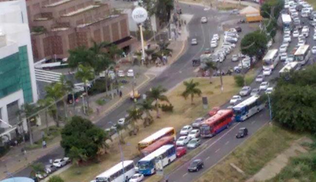 Congestionamento afeta na avenida Tancredo Neves - Foto: Cidadão Repórter | Via WhatsApp | Grupo Trânsito de Salvador