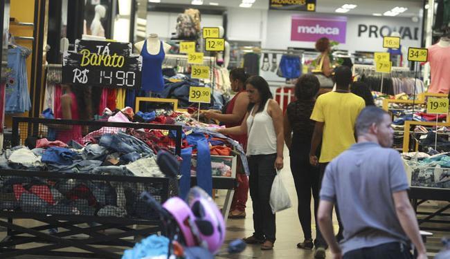 A queda nas vendas e a falta de confiança na economia interferem na contratação de funcionários - Foto: Joá Souza   Ag. A TARDE