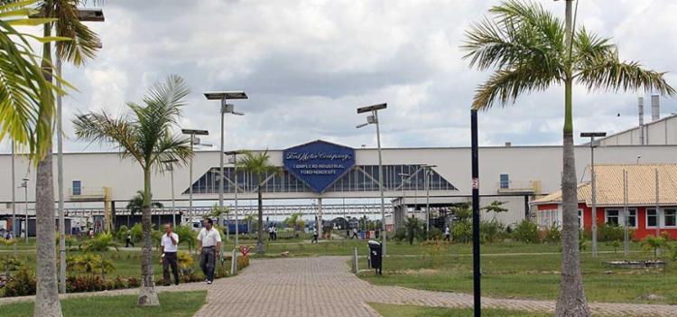 Empregados vão trabalhar na sede da Ford em Camaçari - Foto: Carlos Casaes | Ag. A TARDE | 16.03.2009