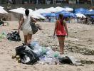 Praias de Salvador ficam repletas de lixo após feriadão - Foto: Marco Aurélio Martins l Ag. A TARDE