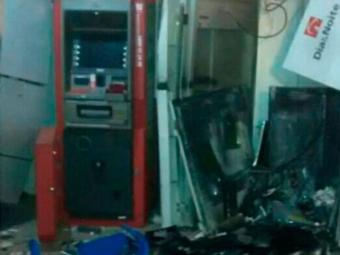 Um caixa 24h também foi atingido pelos explosivos, mas não foi violado - Foto: Reprodução | Bahia 10